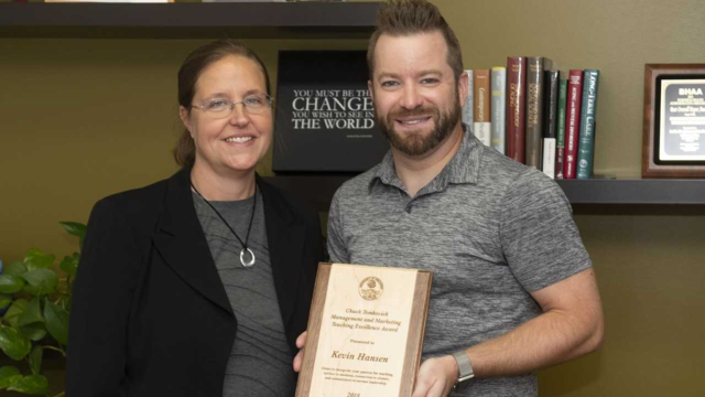 2018 Tomkovick award recipient Dr. Kevin Hansen with Dr. Kristy Lauver