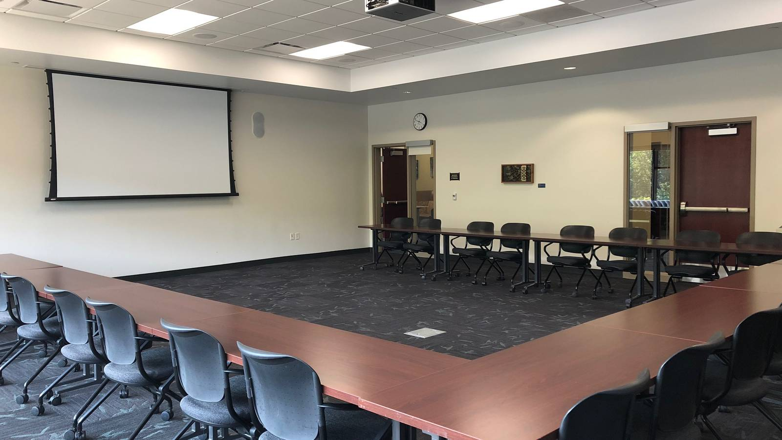 Ho-Chunk Room: conference-U setup