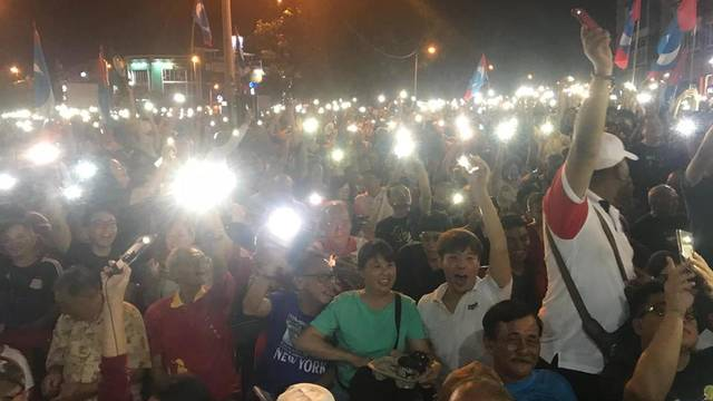 Blugold journalism graduate Geraldine Tong covered an Alliance of Hope rally while on assignment for Malaysiakini, an online news site in Malaysia.