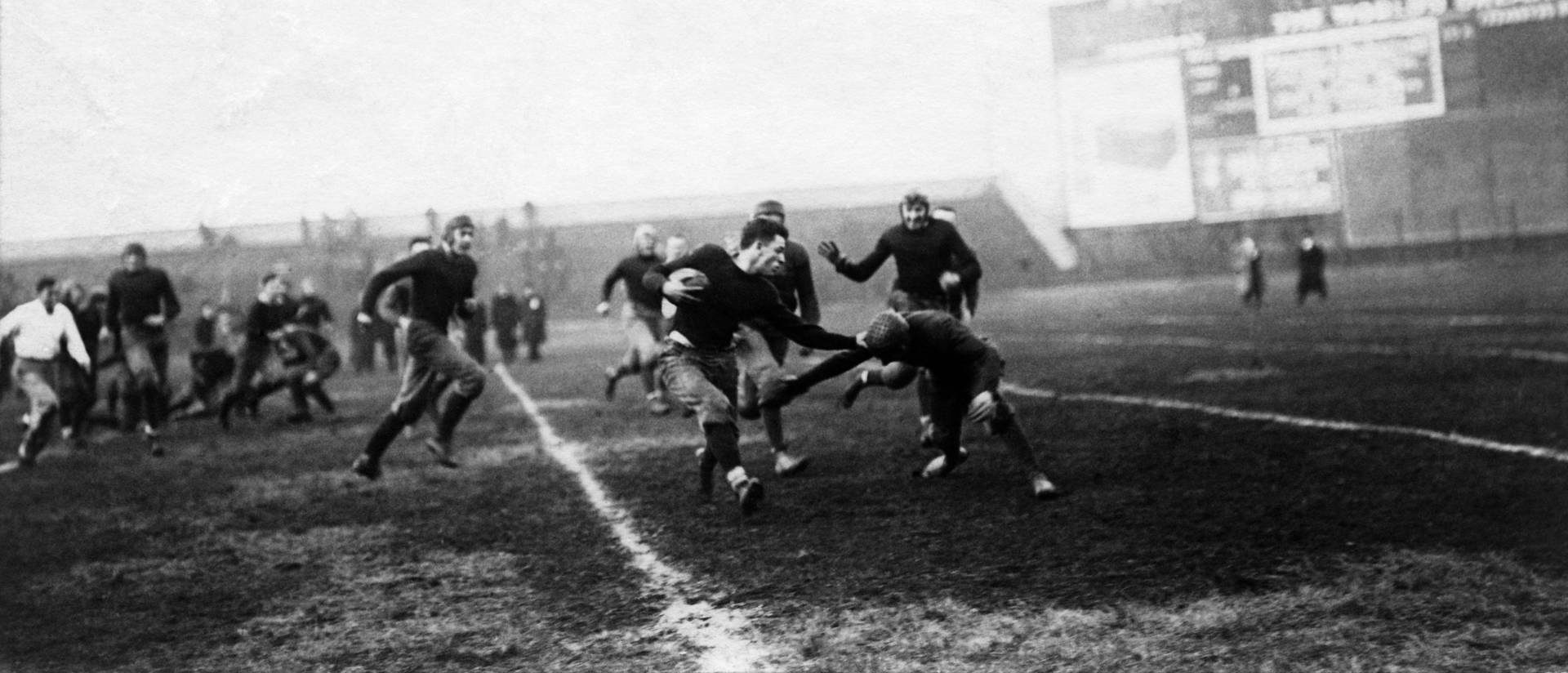 1920s football players during a game