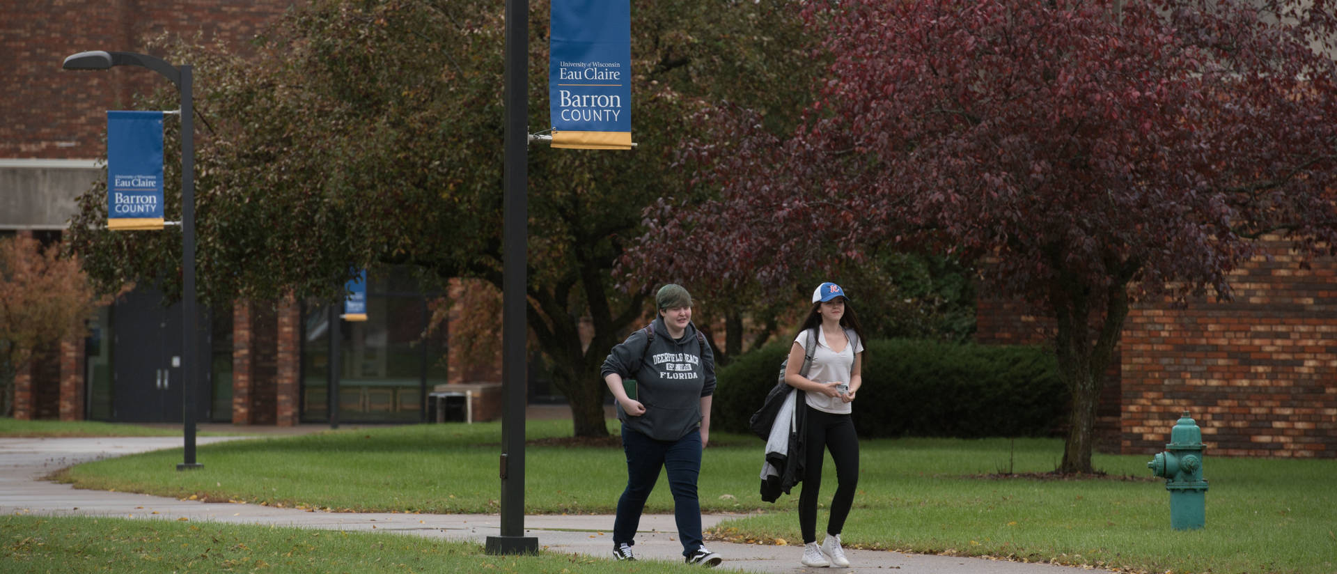 Students walking on UW-Eau Claire Barron County Campus