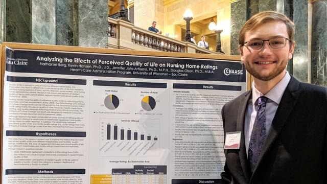 Nate Berg presenting at Research in The Rotunda