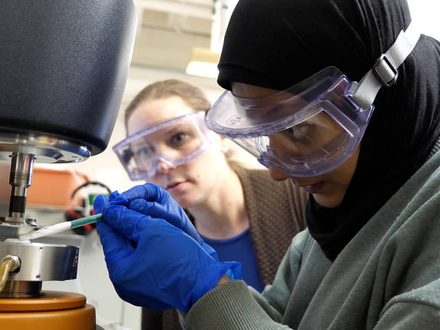 Elizabeth Glogowski working with materials science and engineering student Maryam Al Eid in research lab