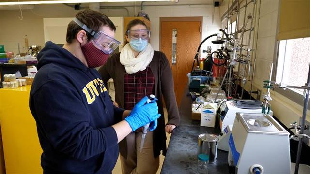 Liz Glogowski and Hunter Koltunski on the polymer lab.