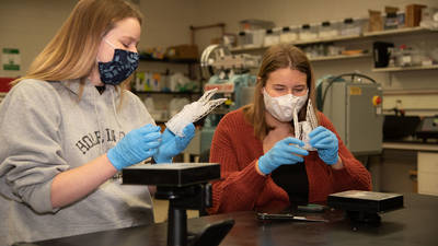 Female students in 3D printing lab
