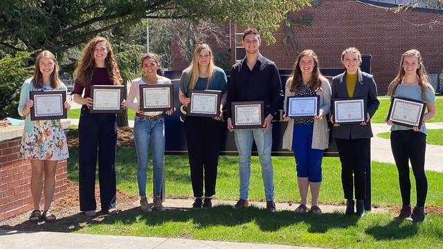 2021 Outstanding and Distinguished Management Students