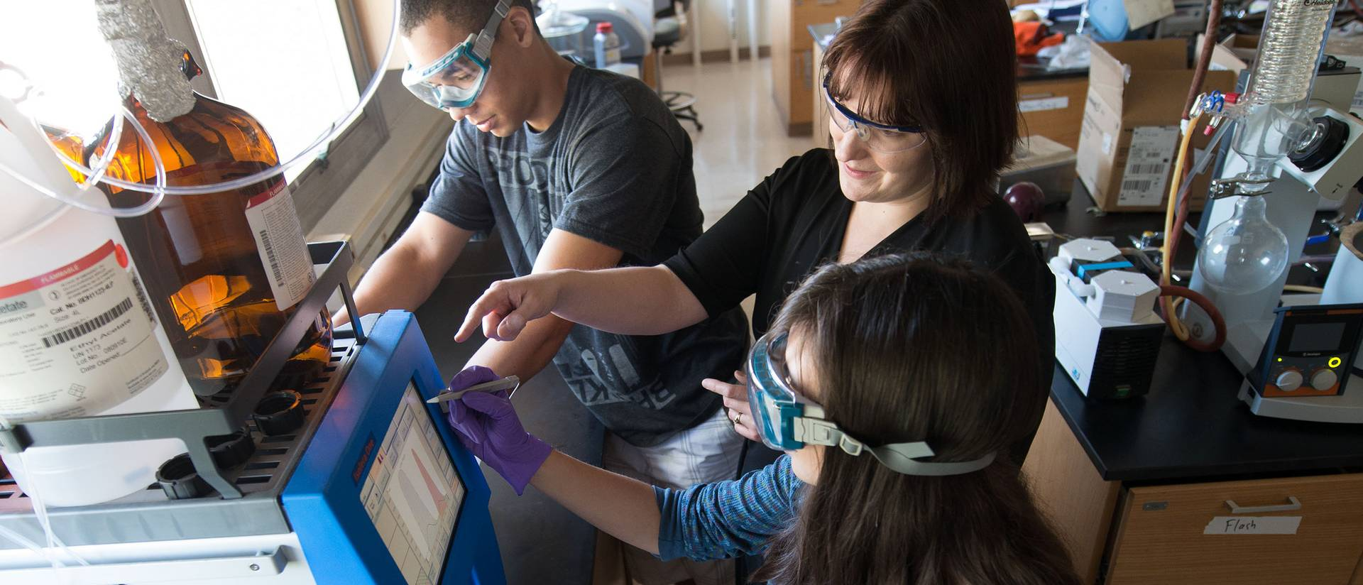 Tayo Sanders (left) works with research mentor Jennifer Dahl (middle), an assistant professor in materials science, on cross-linked gold nanoparticle films