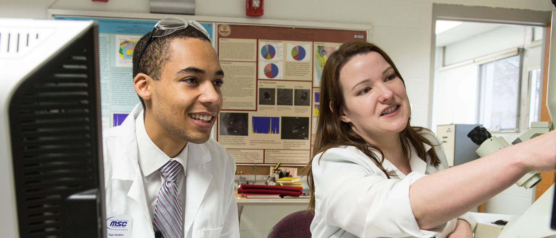 Tayo Sanders (left) and mentor Jennifer Dahl work on cross-linked gold nanoparticle films.