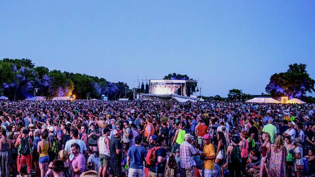 Thousands wend their way to Eaux Claires