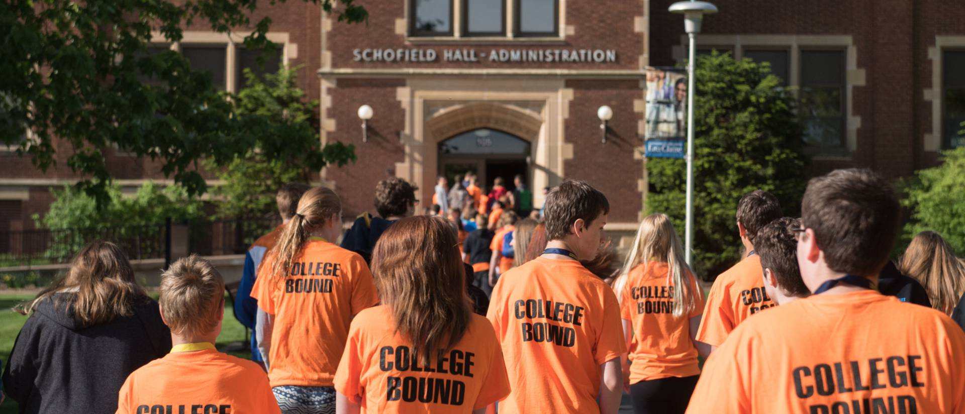 Blugold Beginnings participants on campus