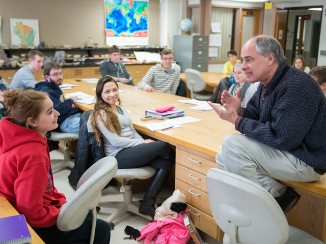 Phil Ihinger teaching geology honors