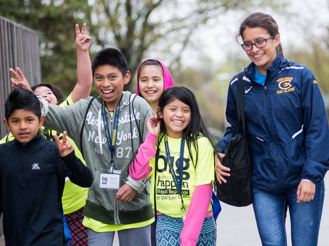 Elementary students and Blugold Beginnings mentor
