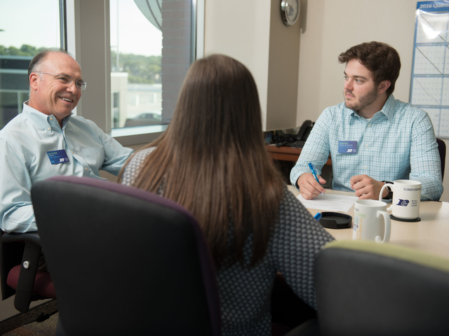 Students interacting with their supervisor during their internship at RCU.