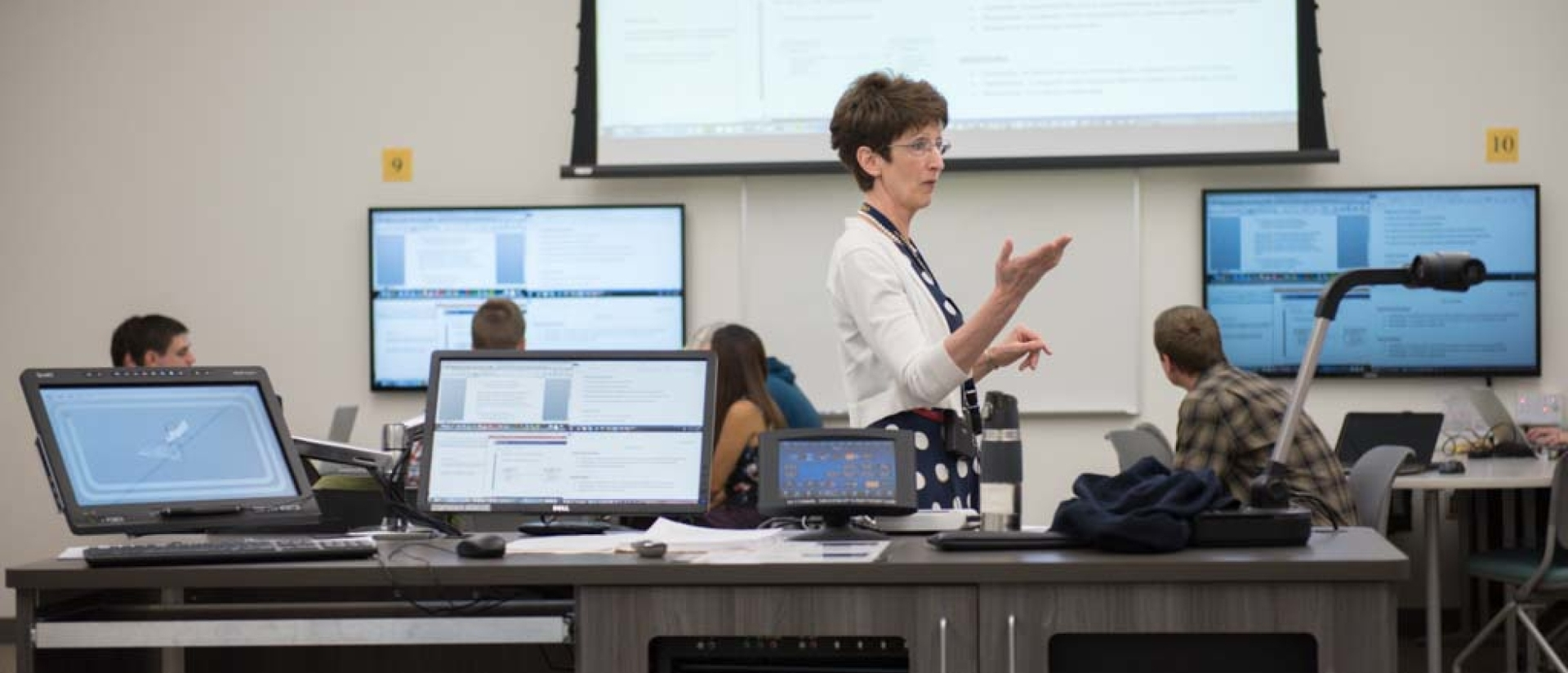 Professor Pratt teaching an Information Systems class