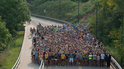 The incoming freshmen class of 2016 fills the UW-Eau Claire hill.