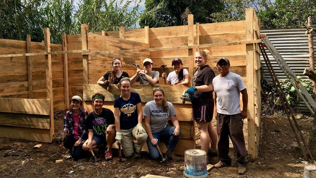 Blugolds helping hands, Guatemala Social and Environmental Justice Faculty-Led Immersion, Winterim 2017
