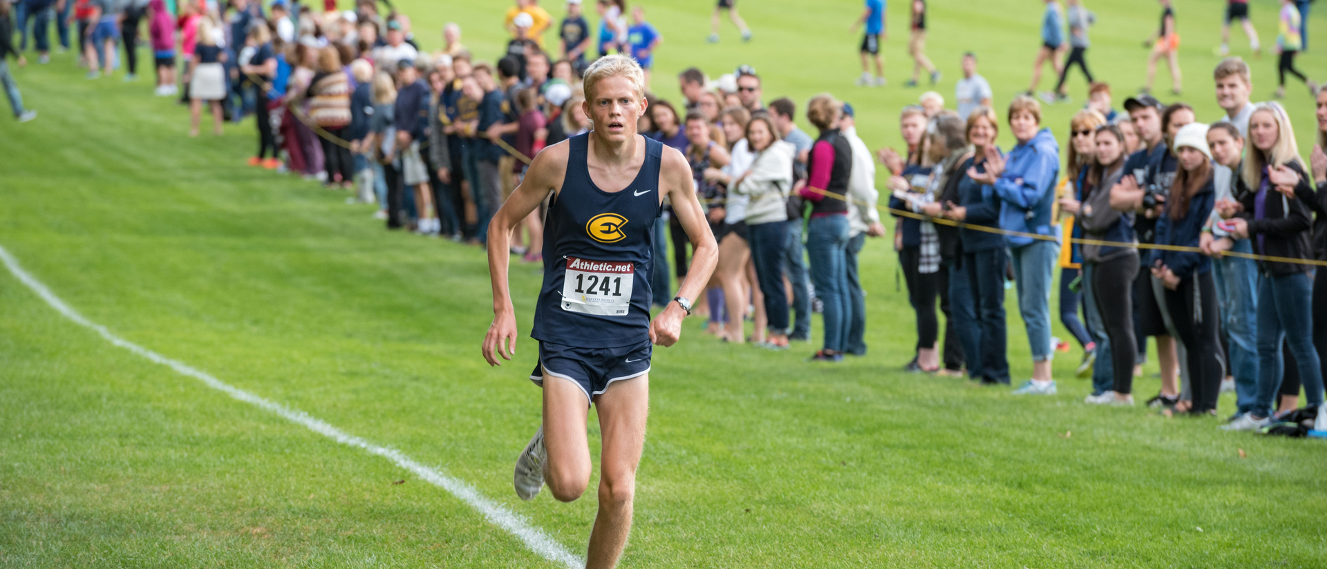 Darin Lau runs during fall 2017 cross-country meet