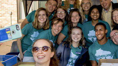 Sutherland Hall Move-In team takes selfie with Chancellor Jim