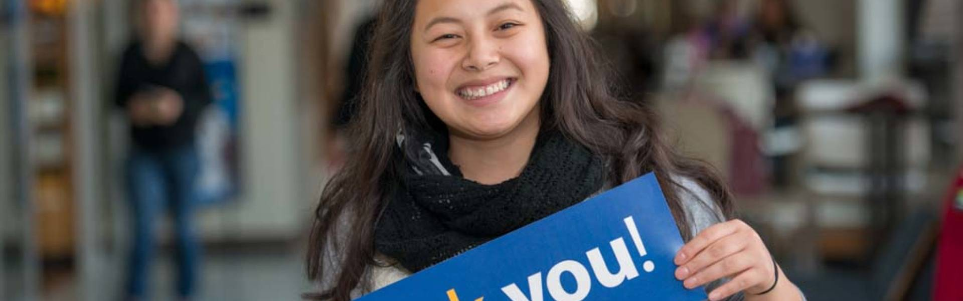 UW-Eau Claire scholarship recipient Manee Yang holds Thank You card