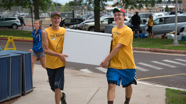 students moving into residence halls