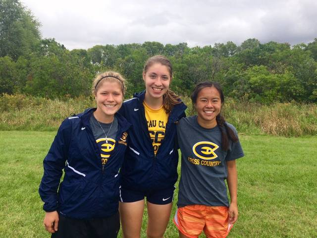 Lian Arzbecker with her fellow cross country teammates